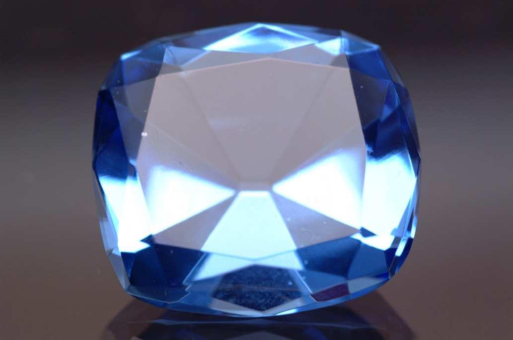 Glass replica of the Hope Diamond