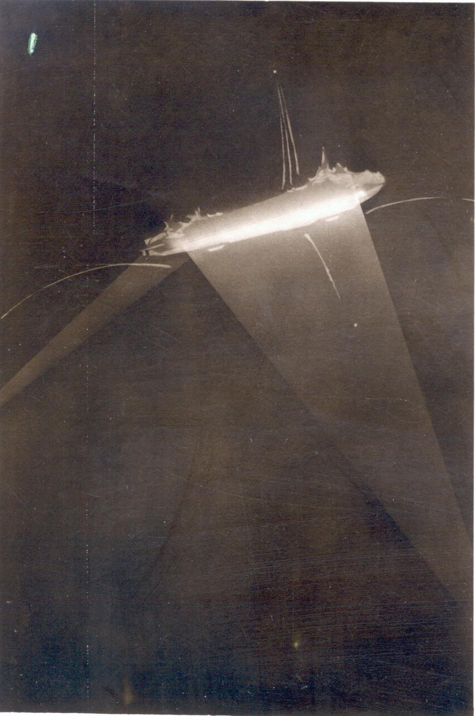 Zeppelin L34 under attack off Hartlepool, 27/28 November 1916