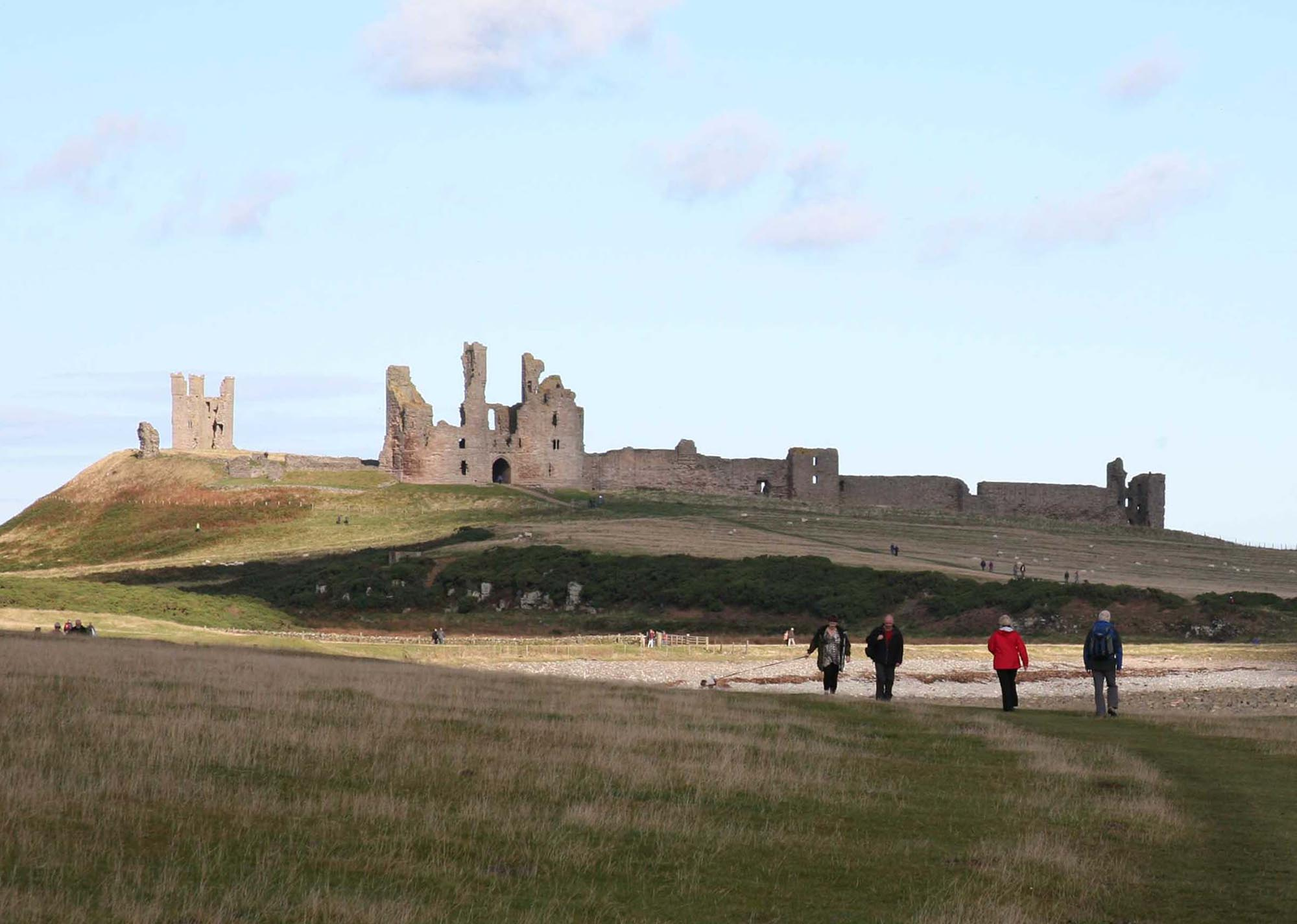 Jmw turner s dunstanburgh castle poetry imagination for Sun castle