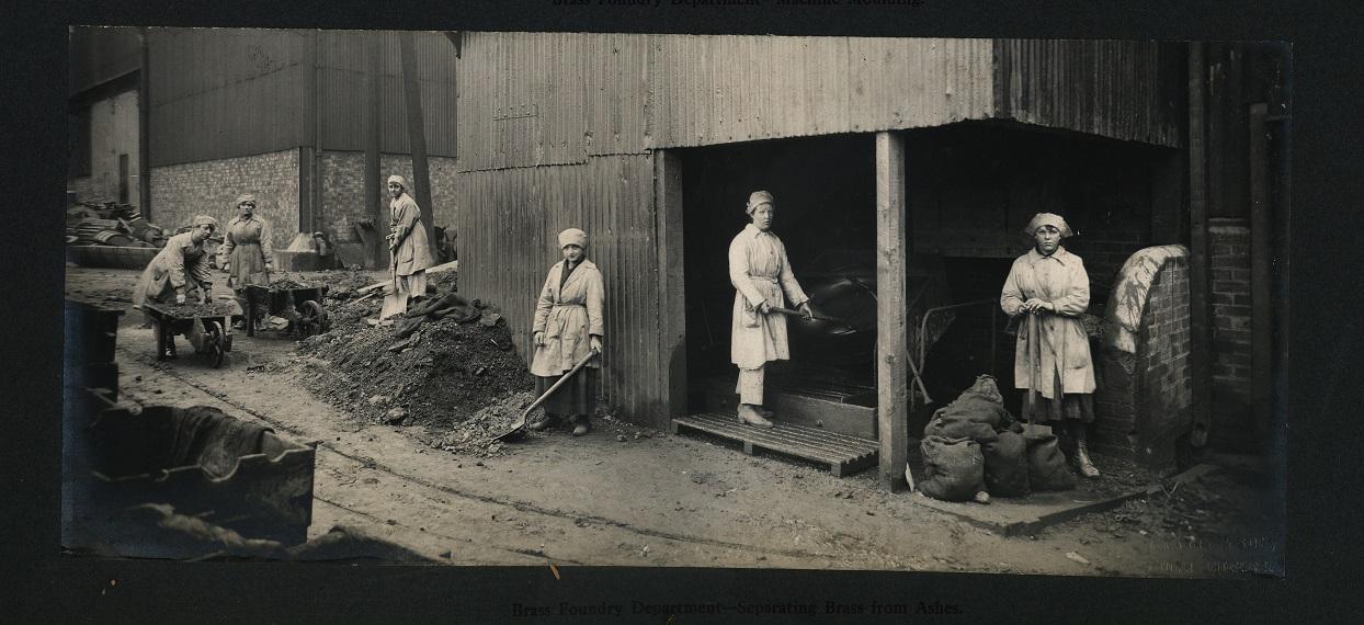 The female workforce at Wallsend Slipway & Engineering Company during World War I