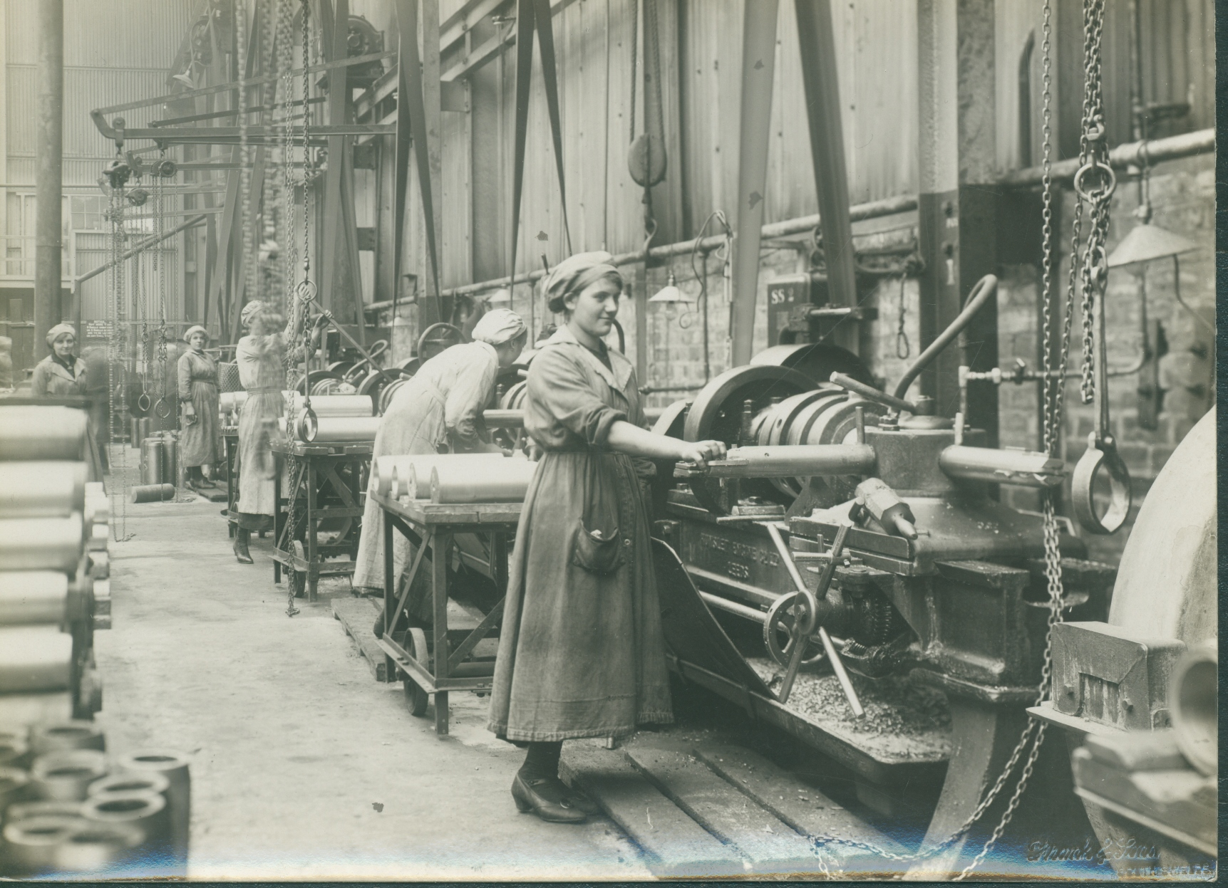 Wome operating capstan lathes