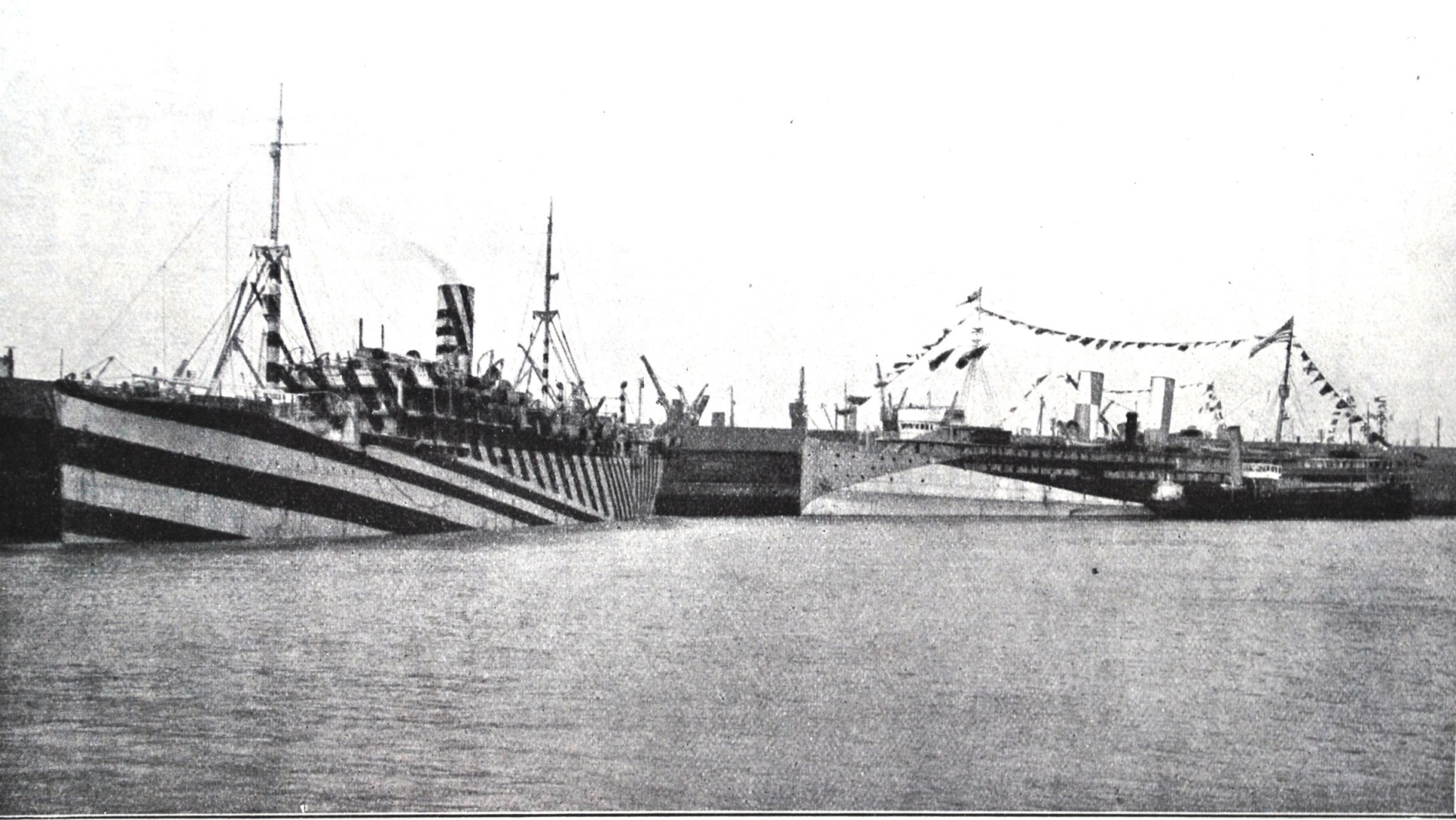 3. Photograph of ss Grantuly Castle (the single funnelled ship to the left), that Wilkinson used in his presentation as a good example of the striped type of dazzle scheme.
