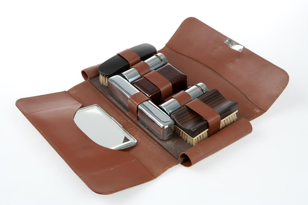 Toiletry set presented for valour aboard HMS Exeter, 1939