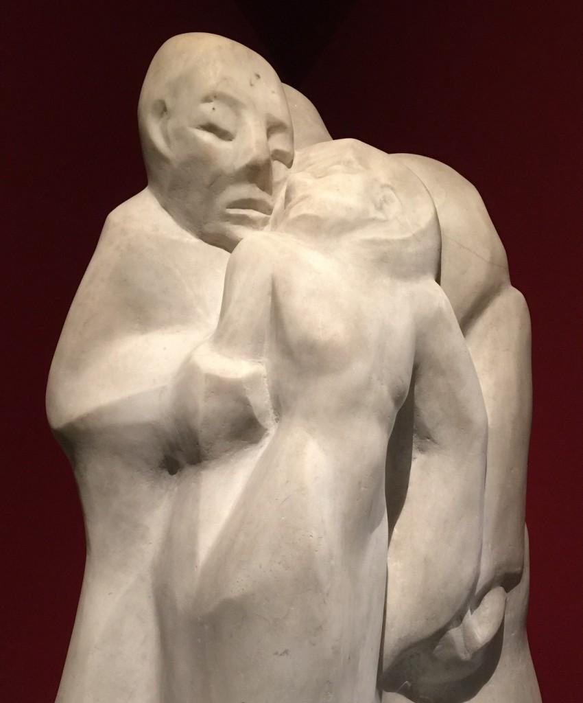 Kiss sculpture (3) blog
