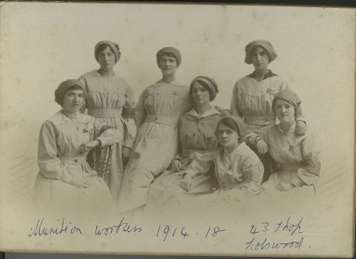 Young munitions workers of 43 Shop, Scotswood, 1917