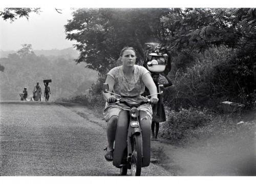 Anne in Biafra in 1969. Credit Romano Cagnoni